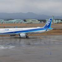 小松空港にANA A321が帰ってきた