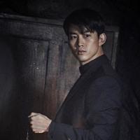 '時間の上の家'オク・テギョン、カン・ドンウォン続くイケメン神父に変身