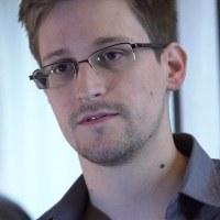 �� Mr. Snowden and Shinzo Abe Gov.  ���ܿ��������Υ�ǥ�������������˱�������Թ�ʻ���
