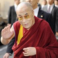 ダライ・ラマ法王来日、在日チベット人らが出迎え。
