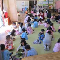 富浜保育所で読み聞かせをしました。
