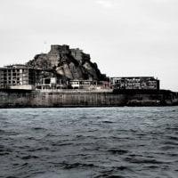 船上より、軍艦島を反時計回りに一周中。