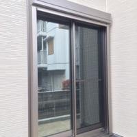 カーテン代わりに!窓ガラス目隠しミラーフィルム。中間と濃いタイプ 中からと外から映像あり