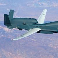 今年度予算で購入する東シナ海での警戒監視強化のため無人偵察機「グローバルホーク」(146億円)とは