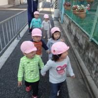 ぴんく 2歳児 12月壁面製作・散歩