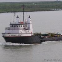 オフショア作業船が海上油田火災から4人を救助した  米国