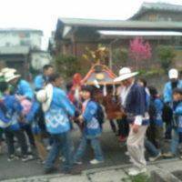 今日、地元の稲荷神社でお祭りがあった