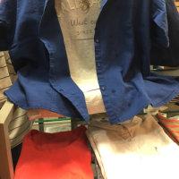 半袖シャツも、ロゴTも、ちょっと変わっています。