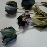 大人色のランと、小鳥のチューリップの布花