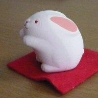 「白ウサギ」です。「しろうさぎ」ではありません。
