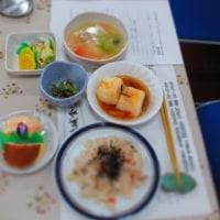 今日は第四水曜日、地域食堂 (ほっこり食堂) の日です。 《1人で食べるよりもみんなで食べる方が・・・》