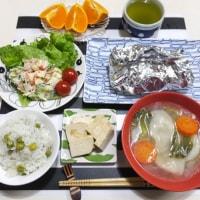 鮭のホイル包み焼きと 豆腐の味噌漬けの夜ごはん