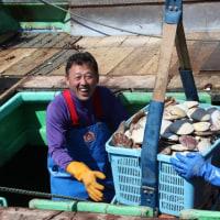 5月号の表紙は「2年目を迎えた根室湾沖再生漁場のホタテ漁(根室漁港)」です