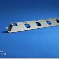 脱落防止ネジを圧入加工で取り付ける