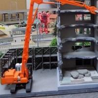 TOMYTECの建物コレクションから解体中の建物をシュミレーションしてみる。