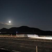 龍ノ口山に月