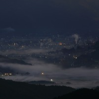 早朝の川霧