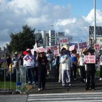 嘉手納基地ゲート前抗議行動と第二護郷隊の碑