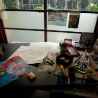 色鉛筆画家のアトリエ 紙、紙、紙 (夕暮れのアトリエ)と、松尾芭蕉の句