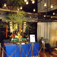 以前の写真を確認すると意外な物が、ローズホテルでは「5月人形(兜)」が飾られていた。