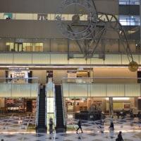 新宿高層ビル街・水の風景 NSビルの振り子時計