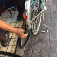 事務所の電動自転車のパンク
