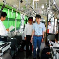神姫バスが視覚障害者対応講習 運転士ら介助体験