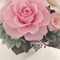 お花の贈り物 満開の薔薇 プリザーブドフラワーのアレンジメント