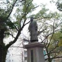 フライデーの稲葉三右衛門像