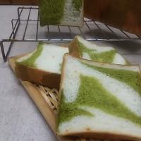 抹茶とオレンジの食パン