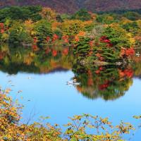 水辺の紅葉 裏磐梯 小野川湖 曲沢沼