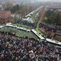 ソウル行政裁判所は25日、清雲孝子洞住民センターまでの行進を認める判決を言い渡した。