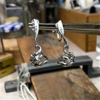 バロック真珠のプラチナイヤリング制作写真