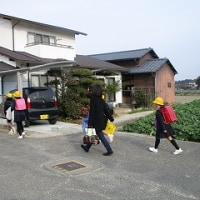 1/19(木)新1年生の体験集団下校をしました。