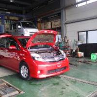 トヨタ H24年 アイシス プラタナVセレクション 赤 入庫いたしました