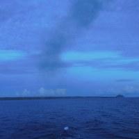 2016年小笠原村硫黄島慰霊墓参(420)小笠原丸で硫黄島を周回(131)だんだん遠くなる硫黄島(1)