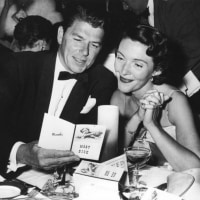 ロナルド・レーガンが夫人と共に映画俳優組合を脱退。