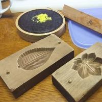 昔のお菓子道具の木型です。