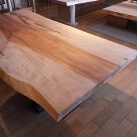 【雨が、しとしと降る季節を前に、一度、一枚板テーブルのオイルメンテナンスをされることをお勧めします。】一枚板と木の家具の専門店エムズファニチャーです。