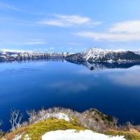 コバルトブルー春の摩周湖。