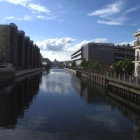 運河の町で