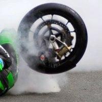 【走り出したら脳みそが変わるんでしょうね・・・】危険な降下は毎年死にます!スーパーバイク世界で最も危険なレース。