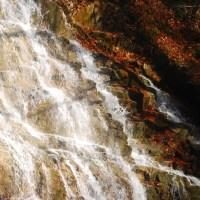 四万温泉の甌穴 仕上げは水沢うどん