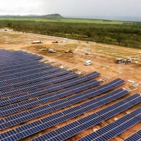 世界初の太陽光発電所が稼働開始