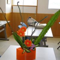 自由花も生けました