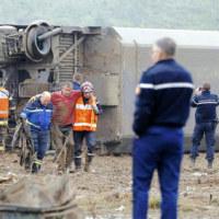 フランス 鉄道 超高速TGVが脱線 またテロか?