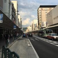 今日(23日)の四条通りと、「京都 奥の迷い道」