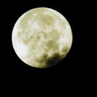 雪降りしきる 15夜雲間の月
