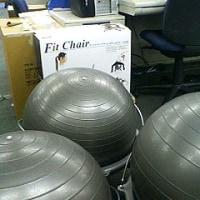 座りながらエクササイズのフィットチェアーが増殖中です(笑)