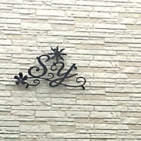 イニシャル「S」×「Y」×太陽×風×お花の妻飾り(設置後のお写真)